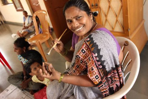 woman making necklace for Project-Tres in India